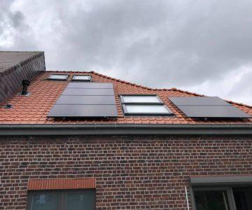 Realisatie 22x Qcells zonnepanelen Full Black met SMA omvormer te Hillegem