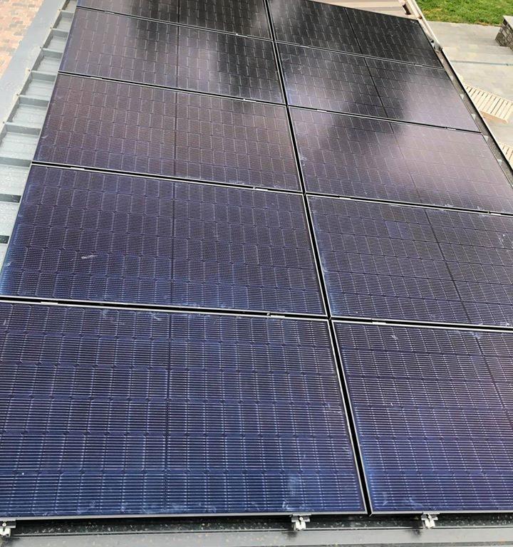 Realisatie 22x Qcells zonnepanelen Full Black met SMA omvormer te Hillegem (3)