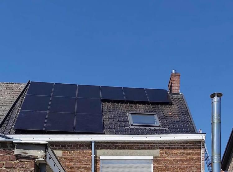 Realisatie 12x Qcells zonnepanelen Full Black met SMA omvormer te Erwetegem