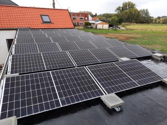 Realisatie 20x Qcells zonnepanelen 350 Wp monokristallijn met SMA omvormer SB4.0 Sunny Boy te Papegem