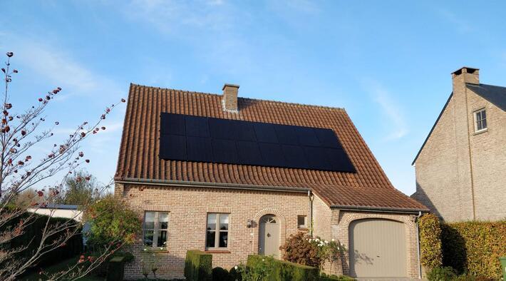 Realisatie 16x Qcells zonnepanelen 340 Wp monokristallijn Full Black met SMA omvormer SB4.0 1AV te Hillegem