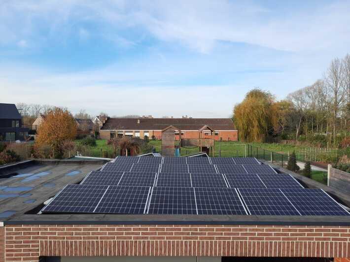 Totaalproject 16 Qcells zonnepanelen + aircowarmtepomp te Lede