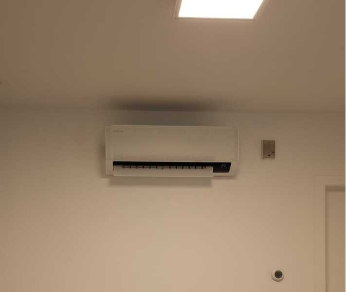 Realisatie 2x Samsung single split airco/warmtepomp Wind Free Comfort te Iddergem