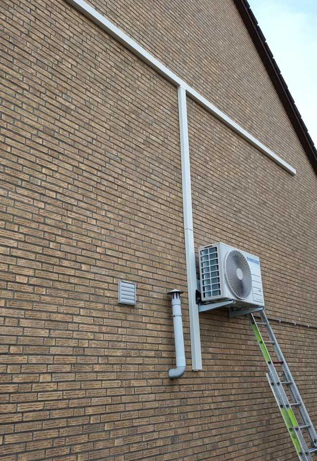 Realisatie Samsung multisplit aircowarmtepomp met 3 binnenunits wind free Comfort Sint-Bravoweg te Zellik