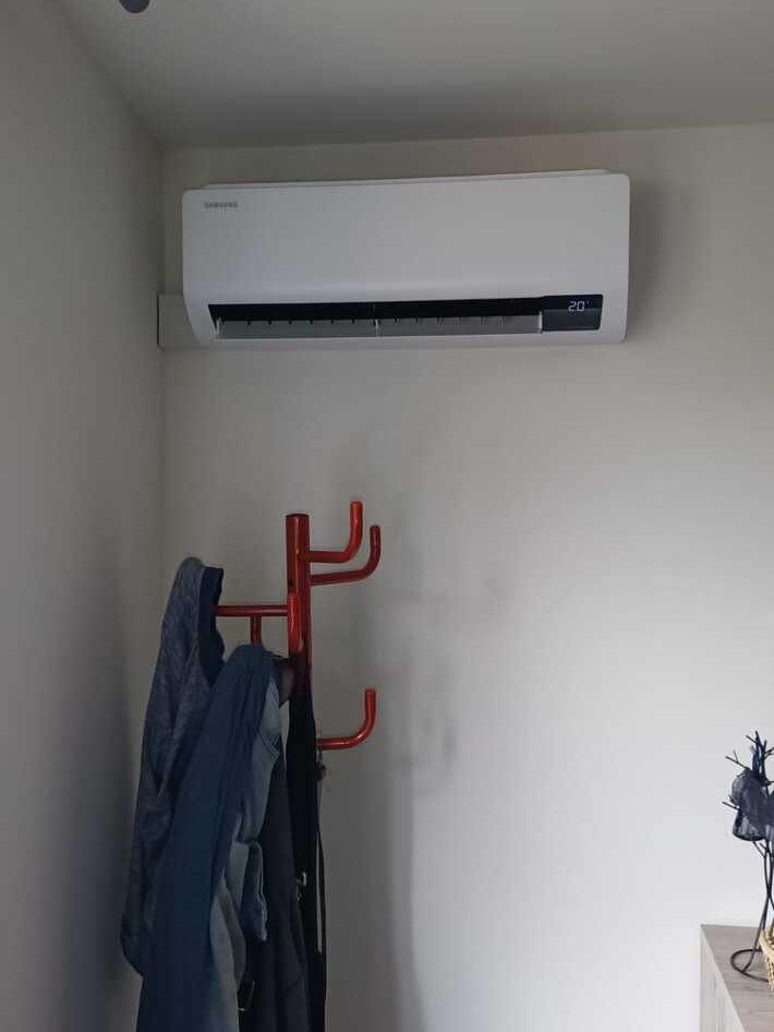 Realisatie Samsung multisplit aircowarmtepomp met 3 Luzon + Wind Free Comfort binnenunits te Moorsel