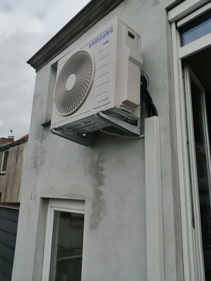 Realisatie Samsung multisplit aircowarmtepomp met 3 binnenunits wind free Comfort te Gentbrugge