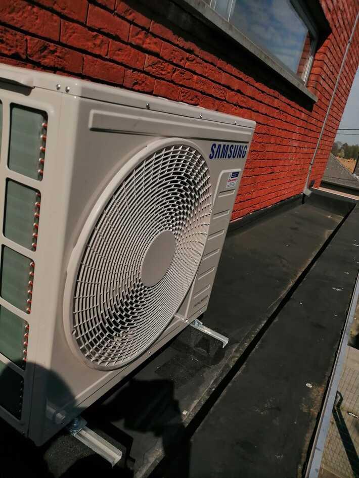 Realisatie Samsung multisplit aircowarmtepomp met 4 binnenunits Wind Free Comfort + Elite te Erpe-Mere