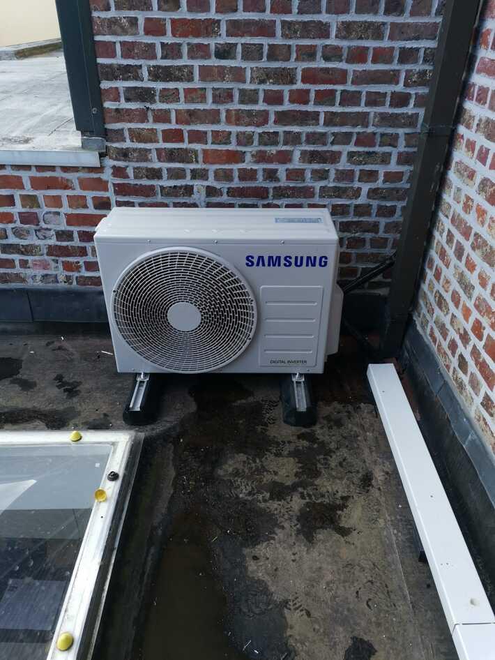 Realisatie Samsung multisplit aircowarmtepomp met 2 binnenunits Wind Free Comfort + Vloermodel te Melle
